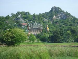 Buddhistische Tempelanlage bei Nakhon Sawan mit großem Buddha